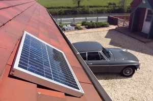 solarmate-close-up-of-panel-on-garage-roof-rs